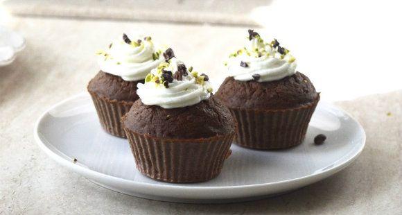 Muffin al cacao: scopri questa deliziosa ricetta a base di cacao bio in polvere, pistacchi e mela...senza zuccheri aggiunti!