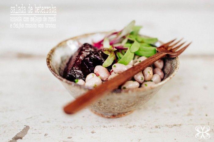 Salada de Beterrabas assadas com melaço de romã e feijões rosados por Flavia Valsani