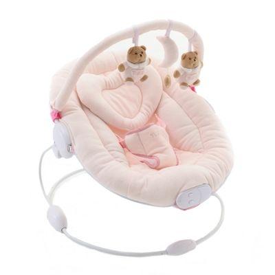 LaSdraiettaNananPuccio è la comoda e funzionale sdraietta per il tuo bambino, nei tenui e caldi colori bianco e rosa. I due teneri orsetti Puccioaccompagneranno i momenti di relax del tuo bambino, aiutandolo a riposare e rilassarsi. La sdraietta ha a funzione vibrazione e un pulsante per far ascoltare dolci melodie al bambino. Lo schienale della sdraietta è regolabile in ben 3 posizioni, per adattarsi al bambino. Il rivestimento è in morbido tessuto lavabile, e la cinture a 3 punti…