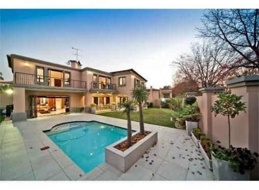 4 Bedroom Townhouse for sale in Bedfordview R4.55m