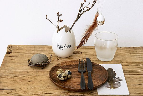 Bloomingville easter: egg vase, hanging egg with gold glitter, paper napkin with feather / #happyeaster #bloomingville