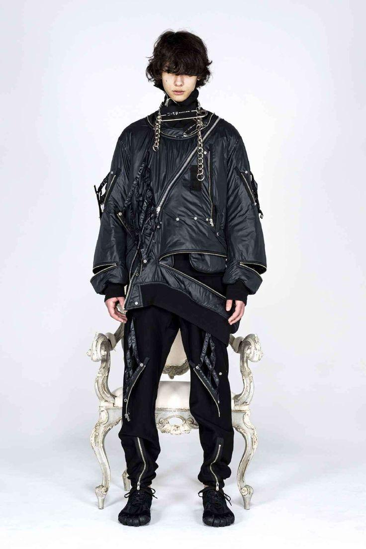 Takahiromiyashita TheSoloist. explora una estética neo-punk para su colección Fall-Winter 2021 Live Fashion, Fashion Week, Runway Fashion, Fashion Beauty, Fashion Show, The Beatles Help, The Soloist, Half Jacket, Black Dahlia