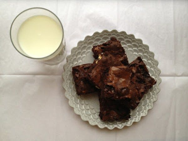 crack-brownies-with-marshmallows-chocolate-chips-and-pecans