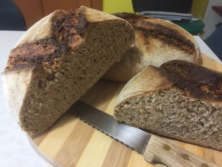 It's a gloomy day, we need bread.  Hydrolysis of 18 hours, sourdough, Enkir, Integral Rye and White Spelt. All milled with natural stone, of course.  Enjoy your meal!