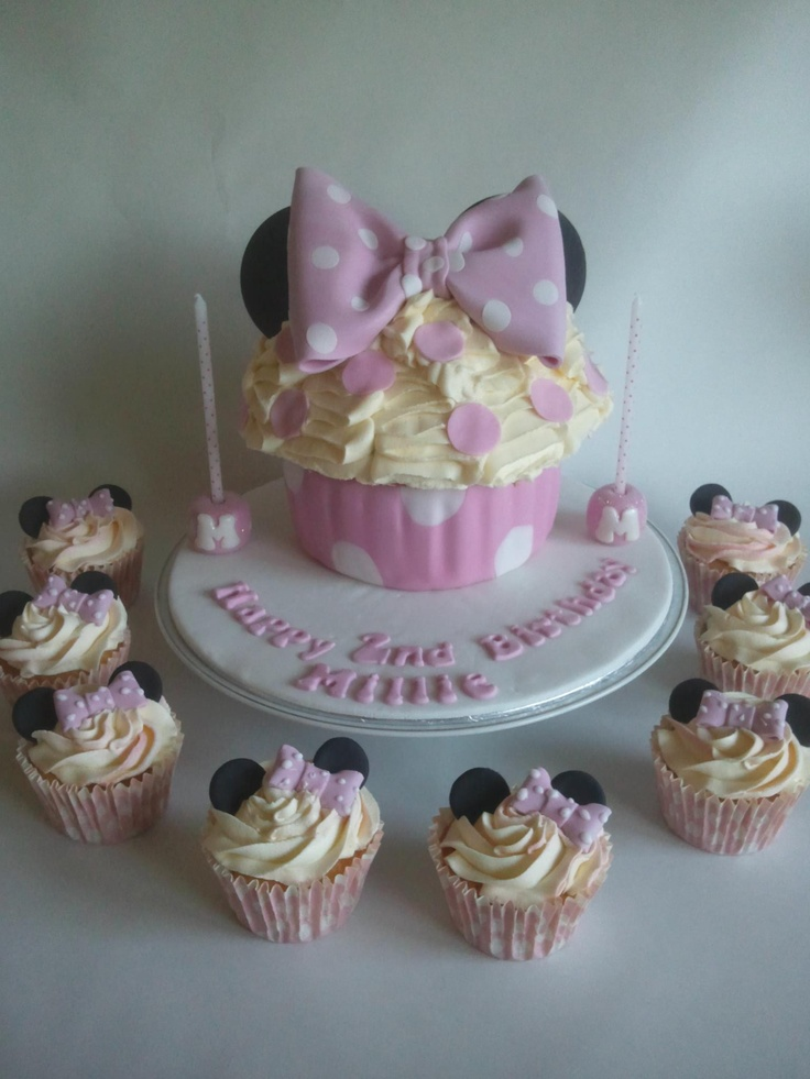 Minnie mouse themed giant cupcake with matching little for Cupcake themed kitchen ideas