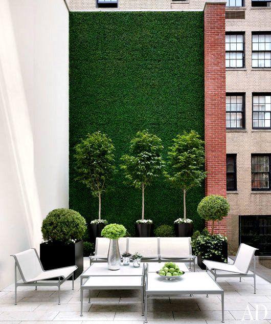 Love this modern boxwood wall