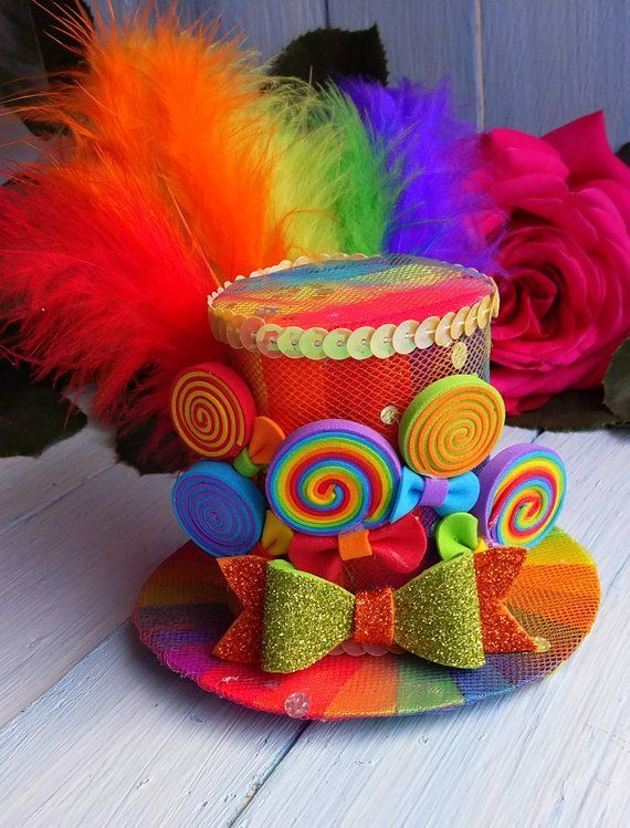 Mini Top sombrero headband Rainbow Mini Top Sombrero loco sombrero de té sombrero de fiesta Alicia en el país de las maravillas sombrero fascinator arco iris Mini sombrero