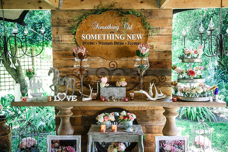Wedding Decor, flowers, shabby chic. Photo: Biamor Photography