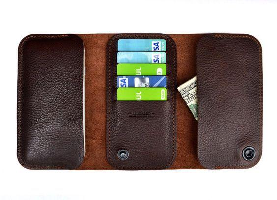 iPhone 7 Plus portemonnee geval. Hebben we deze drievoudige portemonnee voor functionaliteit en bescherming. We gebruiken alleen Italiaans plantaardig gelooid leder, die is bewezen te zijn van de meest gewaardeerde, geliefde en bewonderde soorten leder. Spraakmakende portemonnee, een afdeling voor de iPhone, vijf slots voor creditcards opslag en een afdeling voor geld cache. Geld en creditcards wijselijk gescheiden met een onverwachte knoop. Functies van het product: -volledig bescherming…