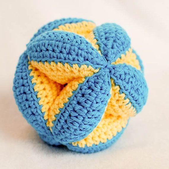 Crochet Pattern jouet de balle bébé embrayage par petalstopicots