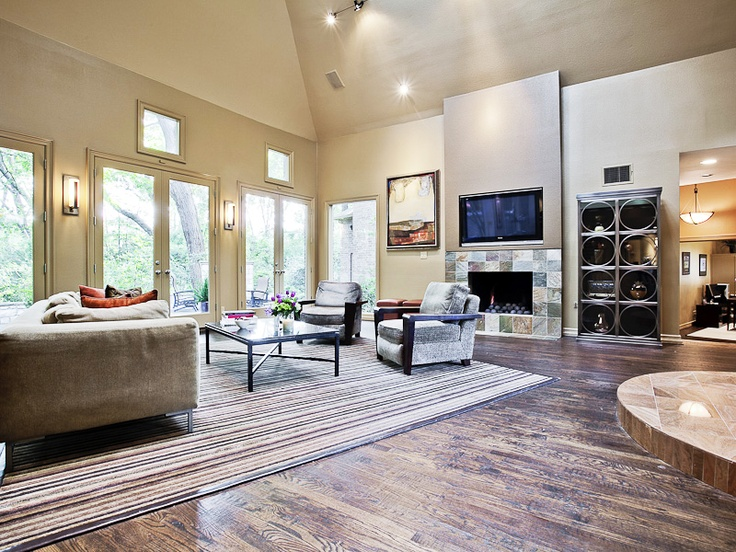 Love the clean lines and open space in this living room! (9633 Viewside Drive, Lake Highlands, Texas): Clean Line, Living Room