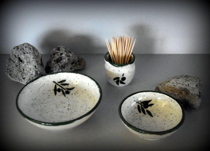 Set van 2 unieke handgedraaide tapas kommetjes + houder tandestokers met handgeschilderde decoratie olijven - keramiek - aardewerk door Evacreajewel op Etsy