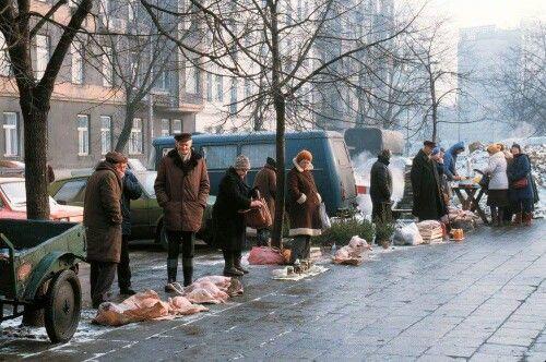 grudzień 1982, bazar na Polnej. EAST NEWS/ Wojtek Laski