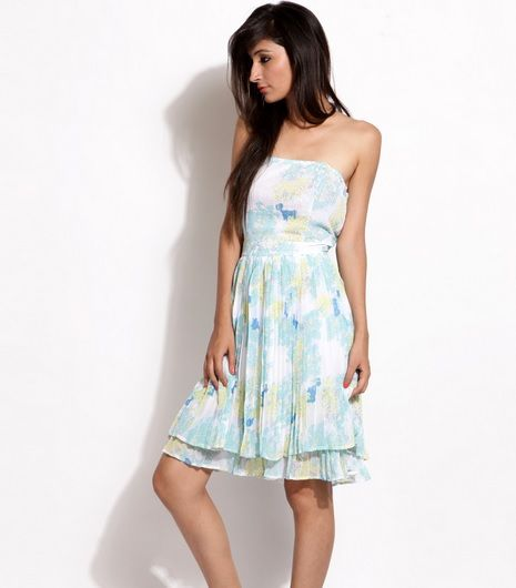 Debenhams Spring/Summer Collection 2013 – Steal the Show with Simplicity. For review visit http://intreviews.com/