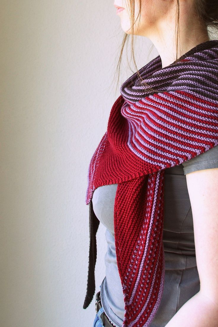 830 best knitting shawlswrapsponchoscapelets images on drachenfels pattern by melanie berg bankloansurffo Choice Image