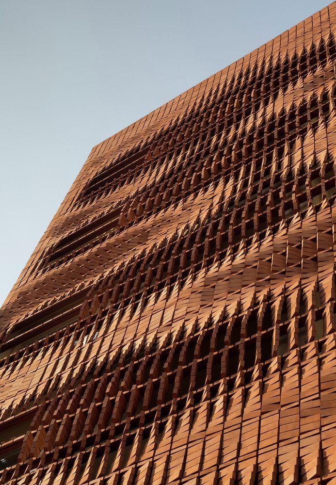 Gallery - Cloaked in Bricks / Admun Design & Construction Studio - 20