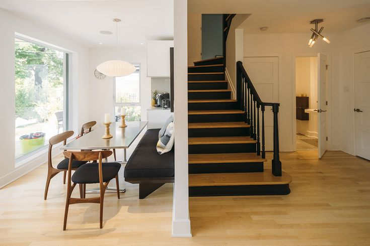 Architecture / Design / Contemporain / Dinette / Escalier / Bois / Blanc // Interior Design / Stairs / Staircase / Eating Space / White / Wood