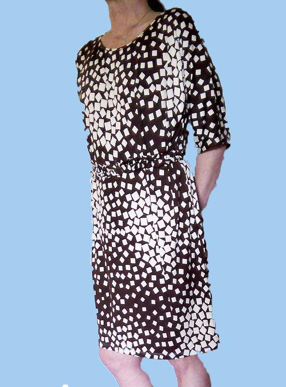 Abito manica corta, abito a kimono, abito fantasia, abito stampato, jersey stretch, jersey marrone, abito con cintura, stampa geometrica