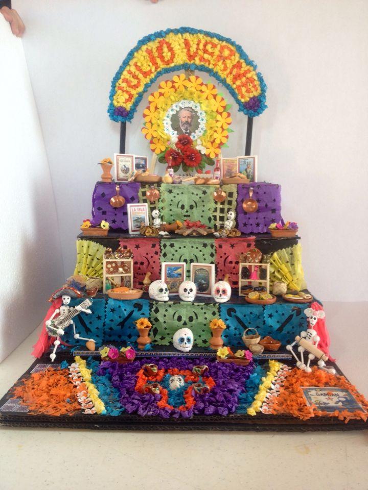 Mini altar de Muertos Julio Verne Day of the dead's mini altar to Jules Verne