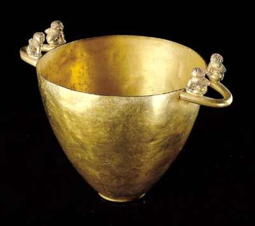 Etruscan gold cup C..675 BC Palestrina,Tomb Bernardini (a pervert name for an Etruscan tomb) Villa Giulia museum. Rome