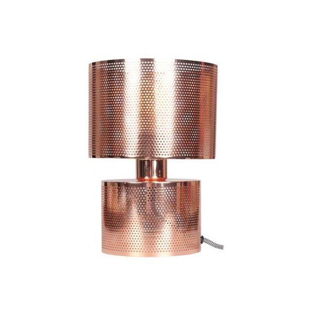 Caracteristique du Lampe A Poser Ajourée En Métal Cuivre D18xH28 PERFORE sur Declikdeco :Caractéristiques :- Matière : Métal - Couleur : Cuivré- Alimentation : Ampoule E27 - Max 40W (non fournie)- Poids : 1.2kgDimensions :- Diamètre : 18cm - Hauteur : 28cm