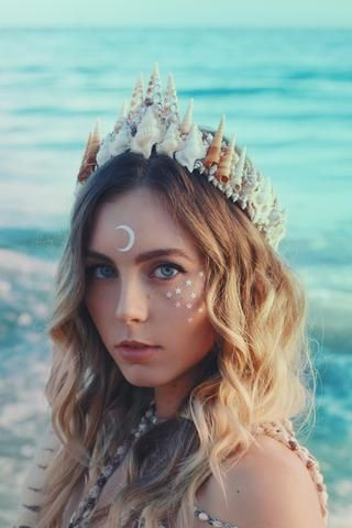 ☾ ☆☽ Another addition to the Wild & Free Jewelry Mermaid Crown collection covered in magical sparkling glitter! Handmade with light pink and stark white shells in Santa Barbara, California. Measuring