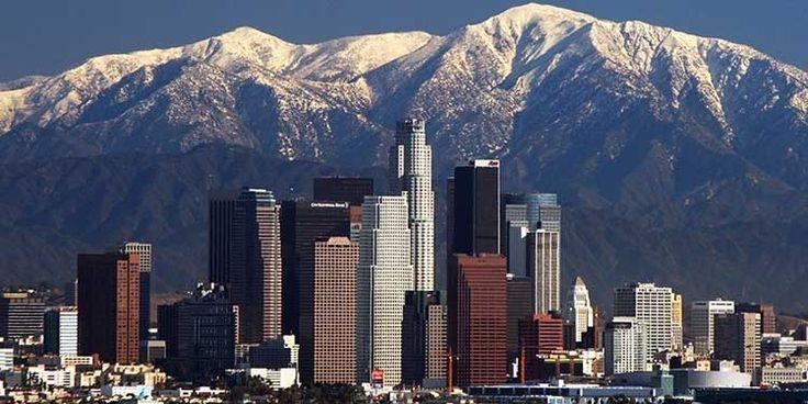 Il 4 aprile 1850 nasceva la città di Los Angeles, in California. Nel 2012, la popolazione stimata è di 3.857.799 abitanti. Los Angeles, con una superficie di oltre 1.200 chilometri quadrati, supera l'estensione di molte altre città americane. Il suo centro si trova a circa 270 miglia a sud-ovest da Las Vegas, sulla costa pacifica.
