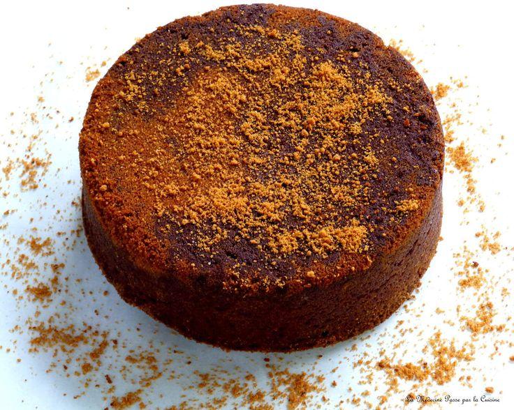 """A chaque anniversaire, je me trouve en face d'un dilemne: faire un gâteau simple qui plaise ou faire un gâteau de grand chef (donc forcément plus long à réaliser) qui plaira aussi? J'avoue être très attachée à """"inviter virtuellement"""" à notre table pour..."""