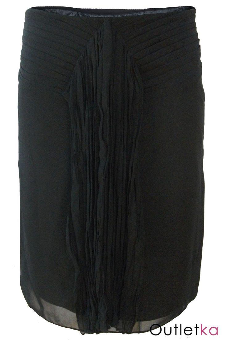 Nowa spódnica firmy WE koloru czarnego. W pasie spódnica posiada ozdobne zakładki materiału. Z przodu na środku wszyty puszczony luźno, marszczony pas materiału,który dodaje uroku i niezwykłej oryginalności spódnicy. Z boku posiada kryty zamek. Spódnica na podszewce.