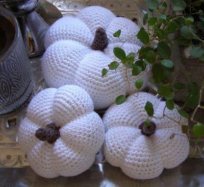 Halager: Hæklede græskar og første køkkenhylder på plads