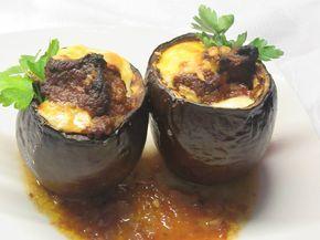 Μελιτζανοσταμνάκια γεμιστά με μοσχάρι και τυρί γκούντα