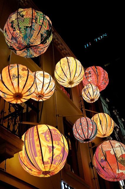 Chinese lanterns..Make a wish and watch it happen.  [www.myflashtrash.com]