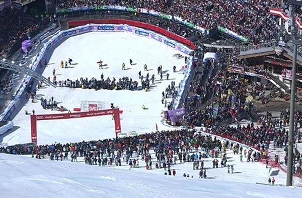 Heute geht's Los: Ab 14.00 Uhr Ticketverkauf für die Ski WM 2013 in Schladming / www.Skiweltcup.TV /  Nach dem Weltcupfinale ist vor der Ski-Weltmeisterschaft in Schladming2013: Noch 322 Tage bis zum Skifest mit Herz – der Ticketverkauf startete am Montag um 14:00 Uhr.