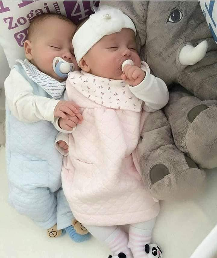 Baby Babies Bebe Adorable Cuddly Cuddle Lovely Love Instagood Kid Kids Beautiful Life Dormir In 2020 Twin Babies Pictures Twin Baby Clothes Twin Babies