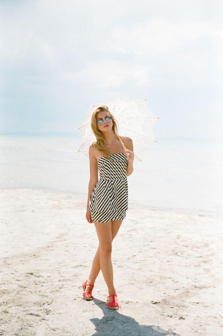 Cute beach outfits for woman. Cute summer styles. Stephanie Sunderland Photography. Cute Vintage Swimwear. High waisted Swimsuit. Utah Photographer. Beach hair. Blonde hair. Modern Hepburn. Teen Vogue Style.