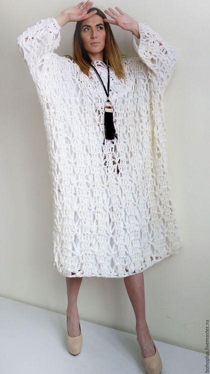 Вязаное платье -пальто 'Белый ветер' в интернет-магазине на Ярмарке Мастеров. В облаках богемных бохо Собирала виноград О тебе мечтала милый И наш гордый Ленинград. Платье пальто в стиле богемного бохо шик с красивой частью вязаного полотна из шерсти с акрилом . Можно одевать поверх платья или майку с джинсами под настроение или погоду. Шикарная богемная вещь. А умение носить такие вещи это стиль. Эта трансформация позволяет меняться в одном изделии и удивлять окружающих.