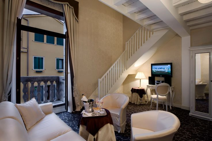 UNA Hotel Venezia Italy - UNA Hotels & Resorts Venice Italy