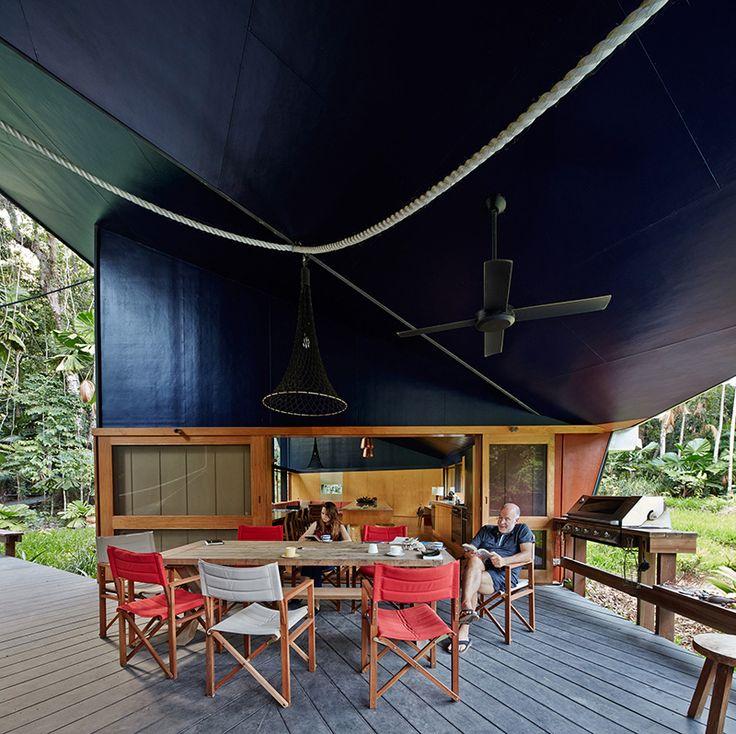 Dit huis is gebouwd om te verdwijnen in de schaduw van het regenwoud - Roomed