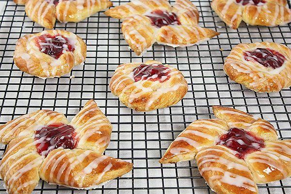 Cherry Danish Pastries {Dolci di Pasta Sfoglia Danese alla Ciliegia}
