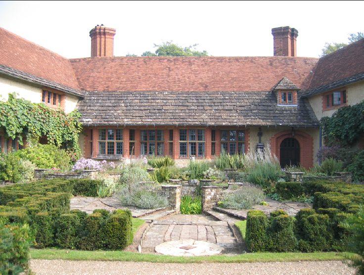 Courtyard munstead wood sir edwin lutyens gertrude Children and gardens gertrude jekyll