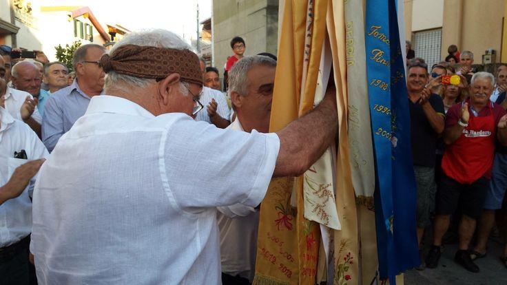 Il passaggio della Bandiera di San Giovanni dal vecchio Oberaiu Majori Nando Faedda al nuovo Oberaiu Majori Salvatore Carta