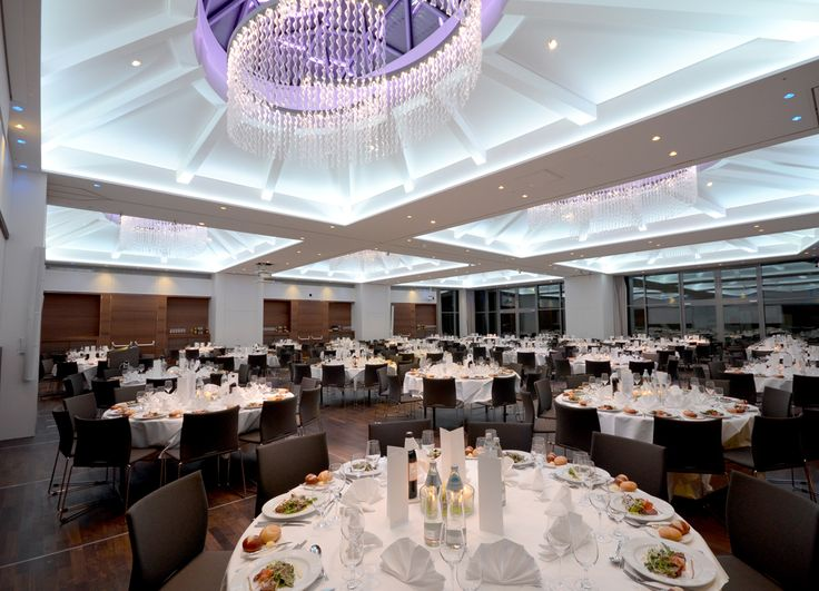 Wir bieten Ihnen ein professionelles Veranstaltungszentrum in Salzburg mit flexiblen Raumgrößen, individuellem Lichtdesing und erstklassiger Betreuung