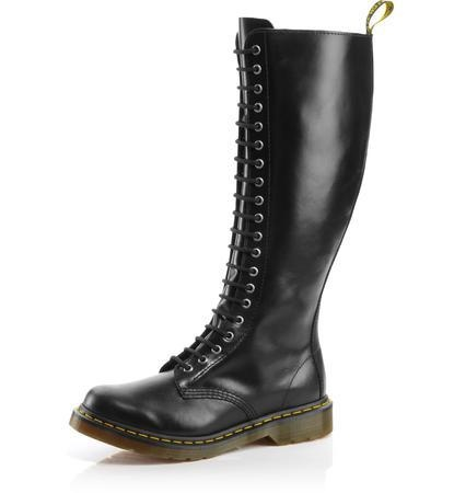 Dr. Martens 1B60 in Black/Buttero
