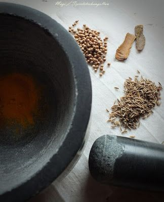 szeretetrehangoltan: Fűszeres paradicsomos curry (indiai mártás)