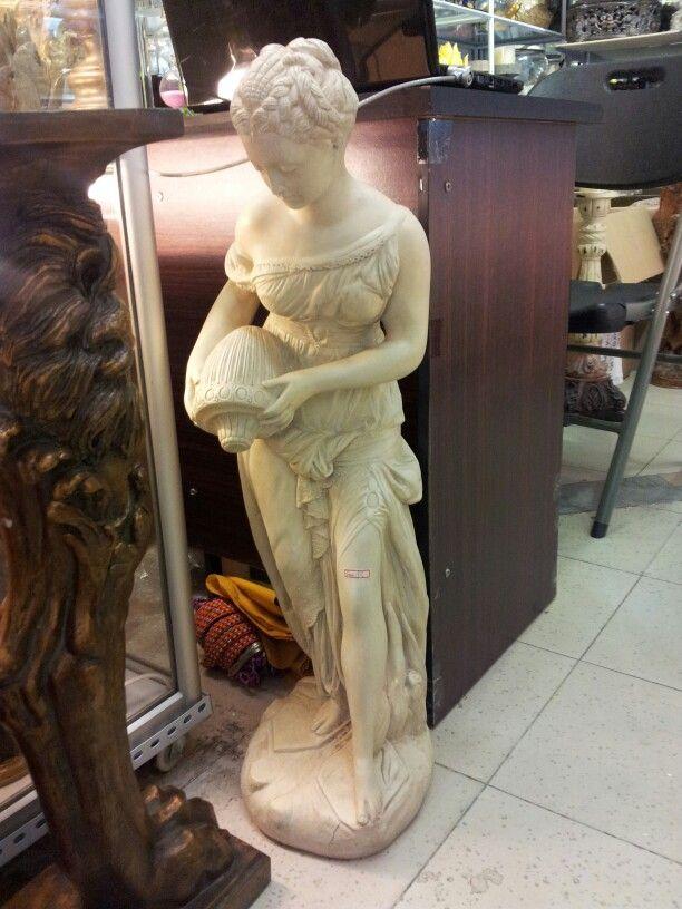 Статуэтка женщина водолей