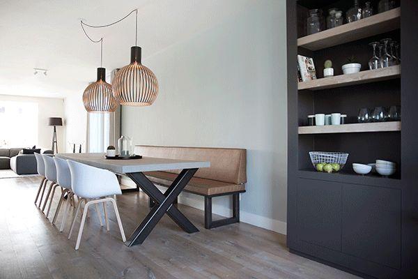 Onze opdrachtgevers gaan een nieuwe woning betrekken. Met een verbouwing en restyling is de nieuwe woning echt hun thuis geworden.