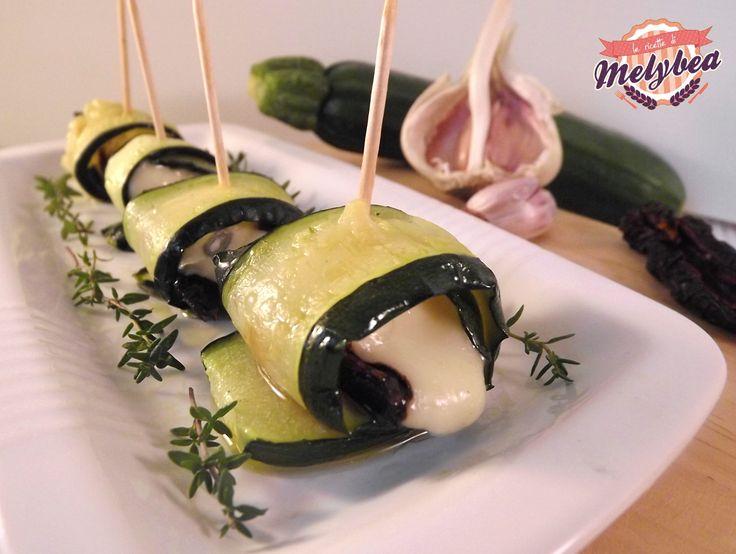 #Involtini di #zucchine, #gorgonzola e #pomodori secchi #ricetta #fingerfood
