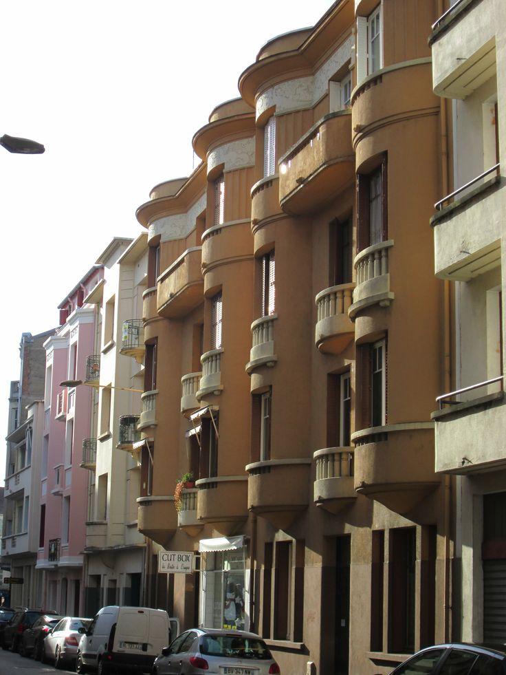 """VICHY : Rue Larbaud, style 'Art-déco"""""""