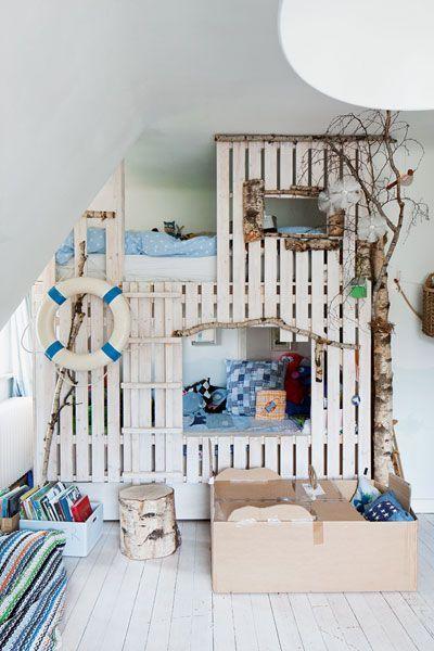 die 25 besten ideen zu kinder palette bett auf pinterest palettenkinderbett selbst gemachte. Black Bedroom Furniture Sets. Home Design Ideas