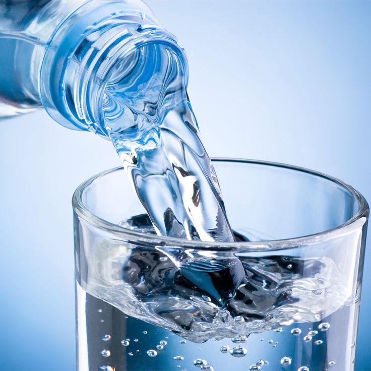 Hidrátate continuamente: toma abundantes líquidos constantemente, preferiblemente agua o jugos naturales.